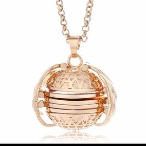 Jewelry - Angel wings 4 photo locket expandable with chain
